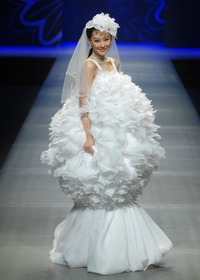 24 of the most hideous wedding dresses to ever have existed Ugliest Wedding Dresses