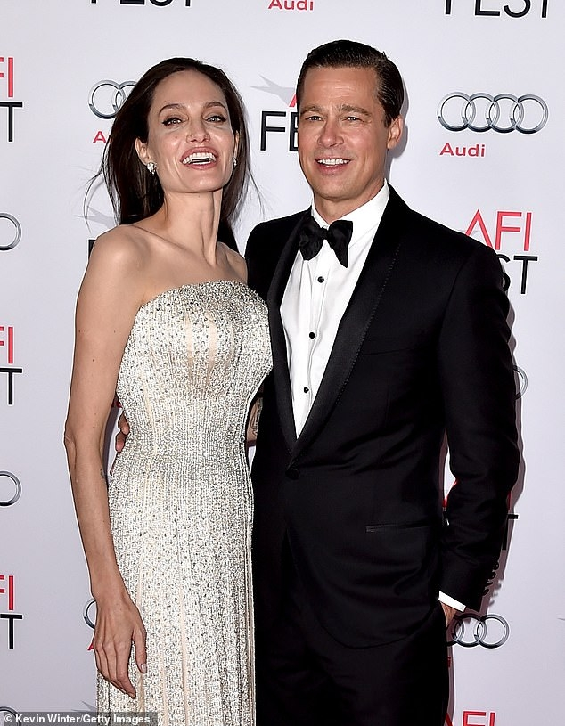 angelina jolie still doesnt feel bad about breaking up Jennifer Aniston Wedding Dress Brad Pitt
