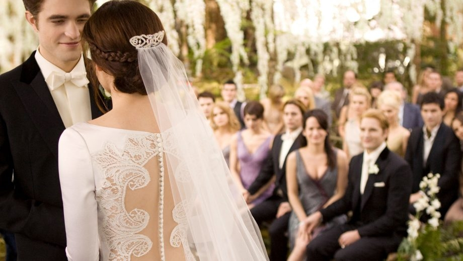bella swans twilight wedding dress is up for auction Bellas Wedding Dress