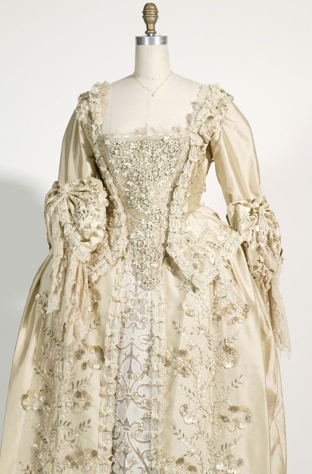 elizabeth swanns wedding dress front close up potc in Elizabeth Swann Wedding Dress