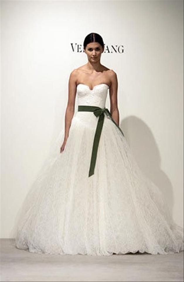 ivory lace virginia gown bride wars wedding dress Vera Wang Wedding Dress From Bride Wars