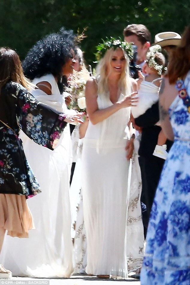 jessica and ashlee simpson attend ross naess wedding Ashlee Simpson Wedding Dress