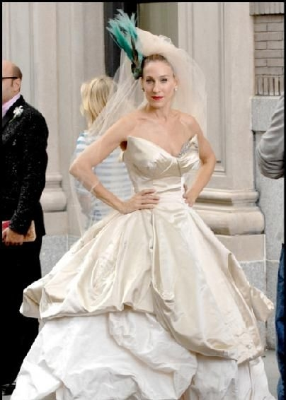 miss carrie bradshaw doesnt disappoint with this dramatic Carrie Bradshaw Wedding Dress