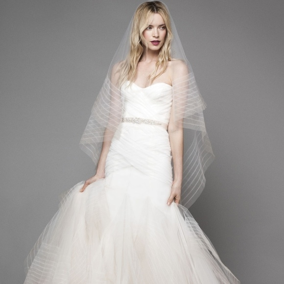 monique lhuillier wedding dress Monique Lhuillier Wedding Dress Pretty