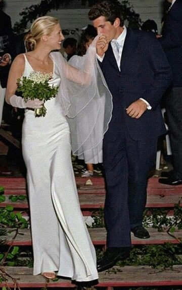 pin cerenia vessey on the kennedy family in 2019 Carolyn Bessette Wedding Dress