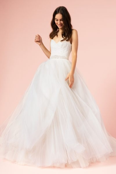 romantic ball gown wedding dress Monique Lhuillier Wedding Dress Pretty