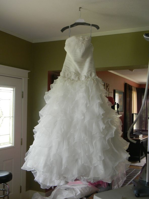 should i keep or sell my wedding dress Resell Wedding Dress