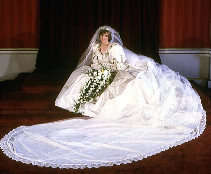 the intriguing history of wedding gowns 1800s Wedding Dresses
