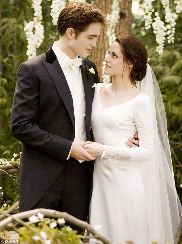twilight breaking dawn bella swans stunning twilight Bellas Wedding Dress