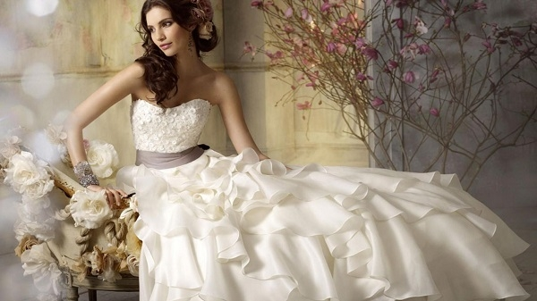 wedding trends renting your wedding dress Rented Wedding Dresses