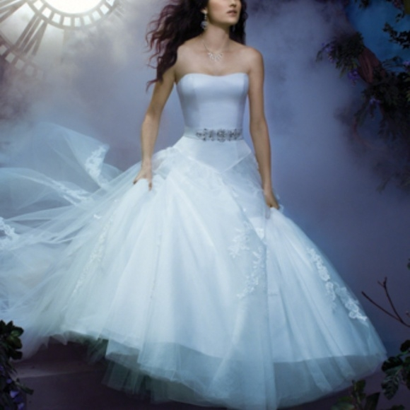 white alfred angelo disney wedding gown nwt Alfred Angelo Disney Wedding Dress