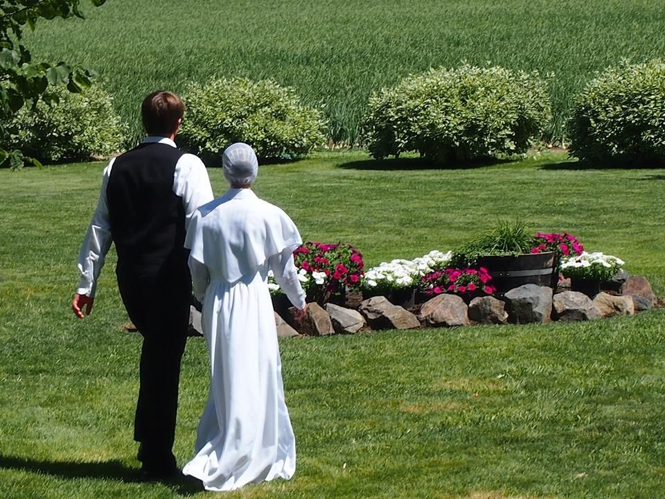beautiful amish wedding dress this is a wedding in Amish Wedding Dresses