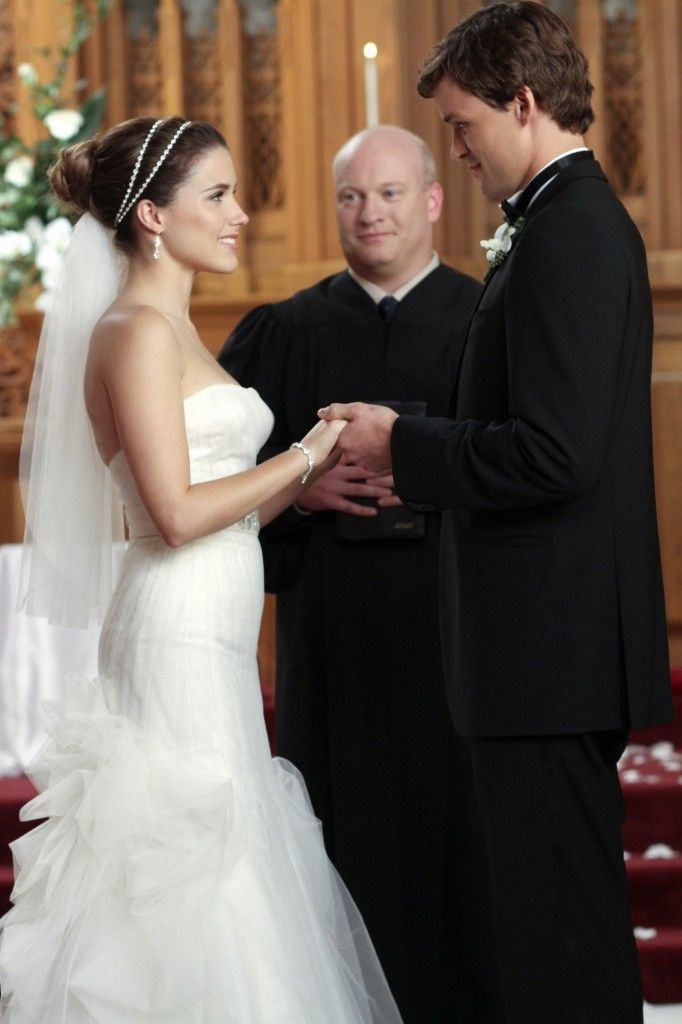 exclusive first look brooke and julians one tree hill Brooke Davis Wedding Dress