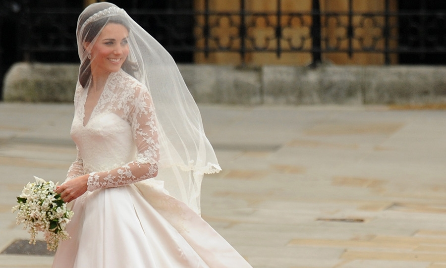 kate middletons wedding dress a closer look at the Princes Kate Wedding Dress