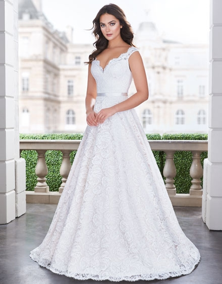 buying a wedding gown for your body shape pear paloma blanca Best Wedding Dresses For Pear Shaped