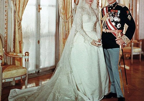 looking back on grace kelly and prince rainiers wedding photos Grace Kellys Wedding Dress