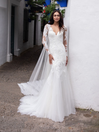 wedding dress in embroidered tulle with mermaid cut and long Pronovias Wedding Dress s