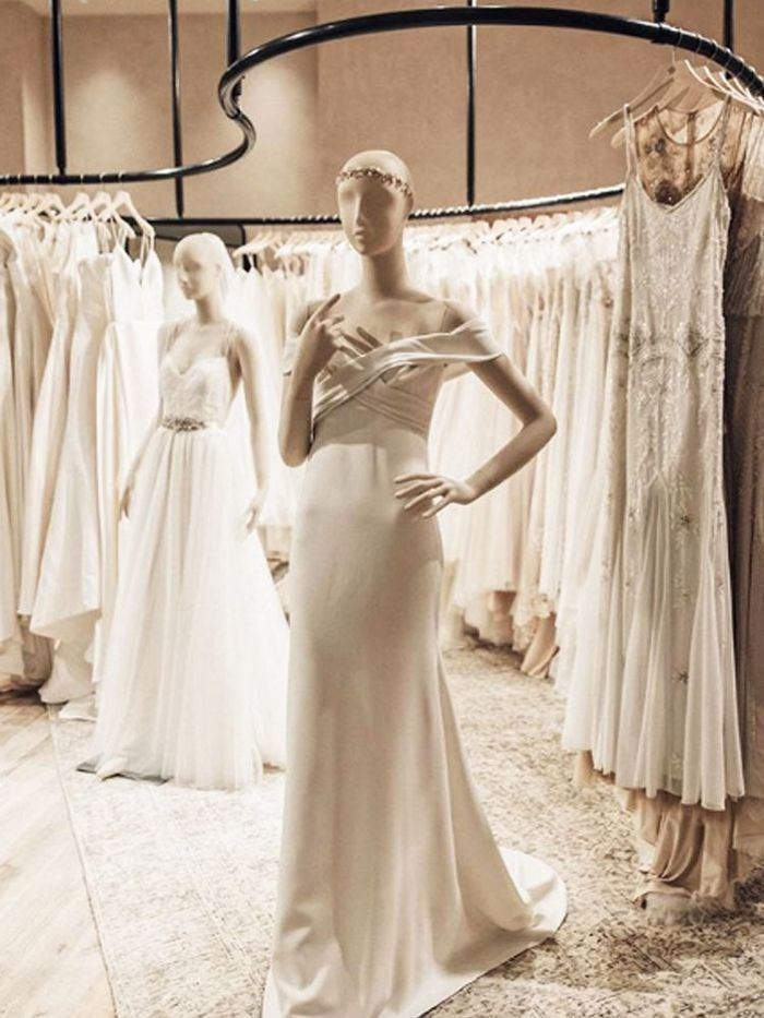 6 things to consider before renting your wedding dress who Renting Wedding Dresses