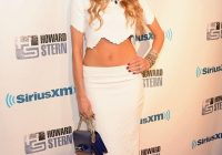 howard sterns wife beth ostrosky flashes tummy at husbands Beth Ostrosky Wedding Dress