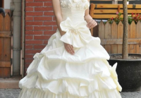 why do so many japanese brides rent their wedding dresses Rented Wedding Dresses